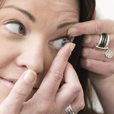 Contact lenses wearers – how to reduce your chance of developing an eye infection